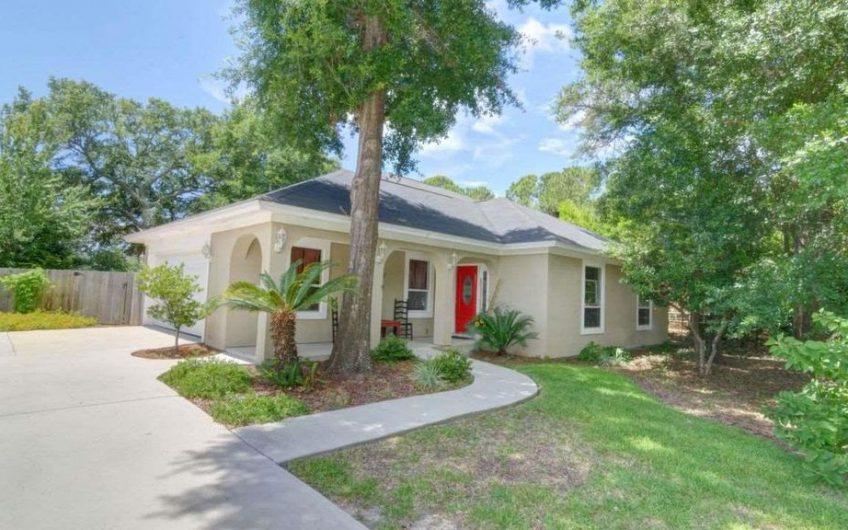Beautiful Home off Shoreline Drive in Gulf Breeze
